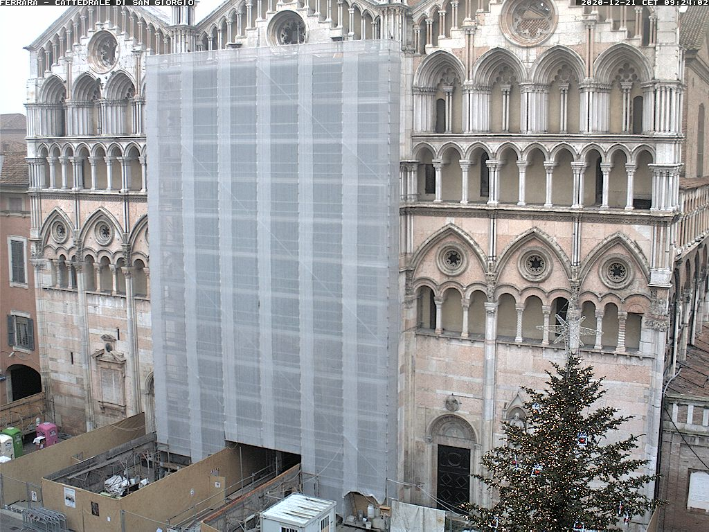 http://ww3.comune.fe.it/webcam/piazza_cattedrale.jpg